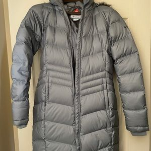 Columbia mid length Down jacket